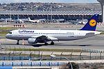 Lufthansa, Airbus A320-211, D-AIQW - MAD (20472484894).jpg