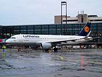 Lufthansa, Airbus A320-214, D-AIZX (13954140590).jpg