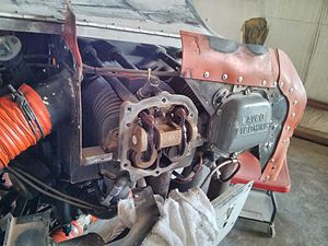 Rocker cover - A 4-cylinder Lycoming O-320 aircraft engine, with the rocker box cover of one cylinder (of the two visible) removed to expose the rocker arms for inspection.