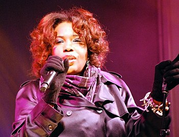 English: Macy Gray performs live on Bloor Stre...