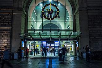 Mannheim Hauptbahnhof - Mannheim station at night