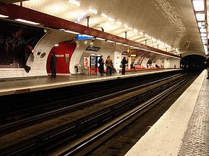 République (Paris Métro) - Image: Metro Paris Ligne 11 station Republique