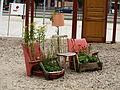 Mobles com a jardineres a l'exterior del Världskulturmuseet.JPG
