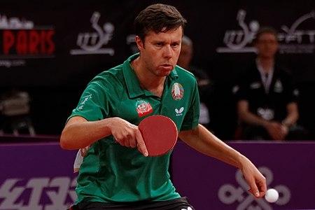 450px-Mondial_Ping_-_Men%27s_Singles_-_Round_4_-_Kenta_Matsudaira-Vladimir_Samsonov_-_38.jpg