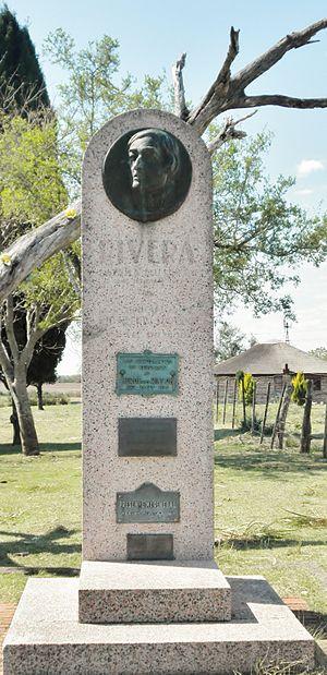Monolito a la Batalla del Rincón.JPG