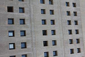 Monoton repetition in windows in concrete building in the townhouse of San Pedro del Pinatar.JPG