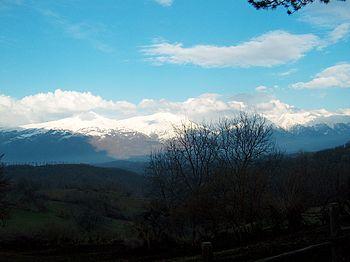 Monti della Laga, da sinistra Pizzo di Sevo (2419 m), Cima Lepri (2445 m) e monte Gorzano (2458 m) visti dal versante amatriciano (Pasciano)