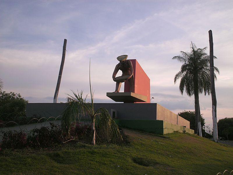 Ficheiro:Monumento aos Garimpeiros.jpg