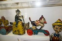 Moving wind-up antique tin toys (27232949055).jpg