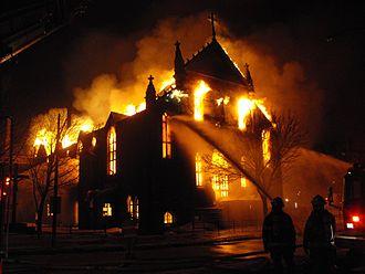Service de sécurité incendie de Montréal - Montreal firefighters tackling a church on fire.