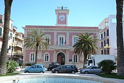 Municipio - Margherita di Savoia (BT).jpg