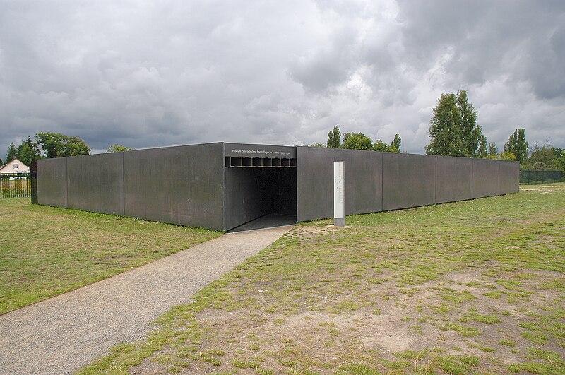 File:Museum Sowjetisches Speziallager (Soviet Special Camp Museum) - geo.hlipp.de - 2963.jpg