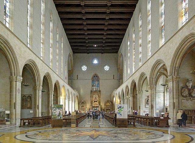 Nef gothique de l'église Santa Chiara à Naples. Photo de Berthold Werner.
