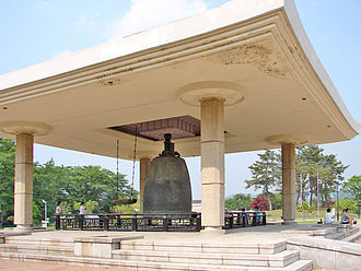 Bell of King Seongdeok - Image: National Museum Emile Bell Gyeongju 3780 06