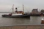 Nationale Intocht Sinterklaas in Maassluis, sleepboot de Furie met Zwarte Pieten IMG 4625 2016-11-12 11.45.jpg