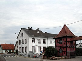 The town hall and school in Neuhaeusel