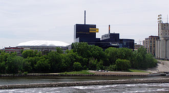 Guthrie Theater - Hubert H. Humphrey Metrodome (left), the Guthrie, the Mill City Museum (right) on the Mississippi River