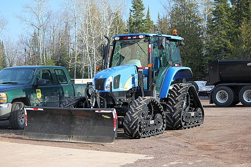 New Holland T5060, rubber tracks, snow plow