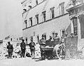 Nov. 1926, élections en Grèce, photo prise devant le vieux palais d'Athènes.jpg