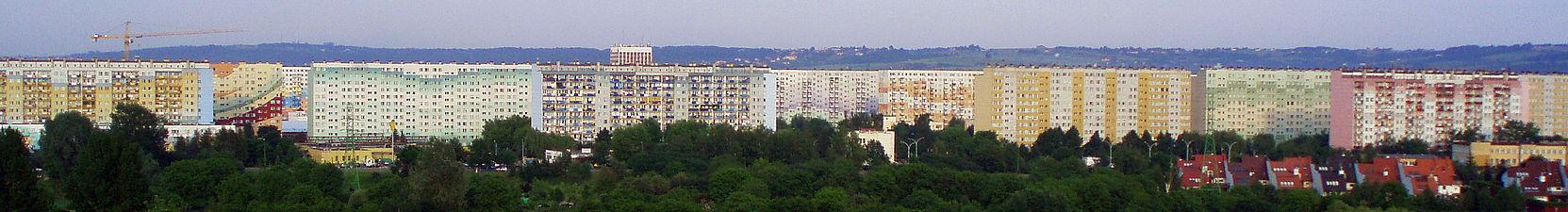 В Польше блочные дома принято раскрашивать в яркие цвета