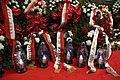 Obchody 7 rocznicy katastrofy smoleńskiej. Wieńce i znicze.jpg