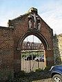 Old gateway - geograph.org.uk - 1384082.jpg