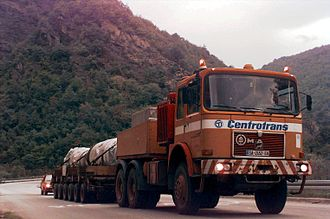 Ballast tractor - Commercial MAN SE ballast tractor, using a drawbar to tow a multi-wheeled trailer carrying a 70-ton turbine shaft