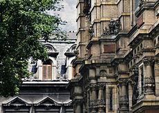 20 - Palacio de las Aguas Corrientes - Calle Riobamba - al fondo Colegio La Salle