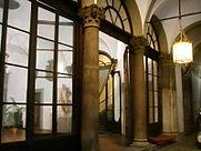 Palazzo_borghese,_atrio_00.JPG