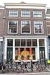 foto van Pand bestaande uit een diep huis aan de twijnstraat, met de kap loodrecht op de straat, en een dwars achterhuis dat achter de linker zijmuur doorloopt