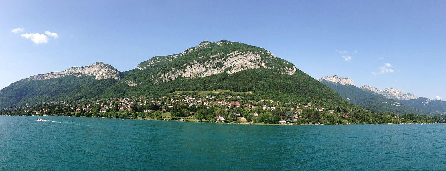 A panoramic view of Lake Annecy (Lac d'Annecy) from a boat, Annecy, Haute-Savoie, France.