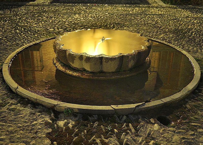 File:Parador de Granada - Fuente exterior.jpg