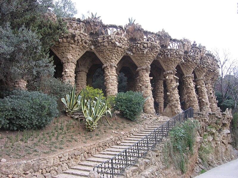 Ficheiro:Park Güell - Viaducto.jpg