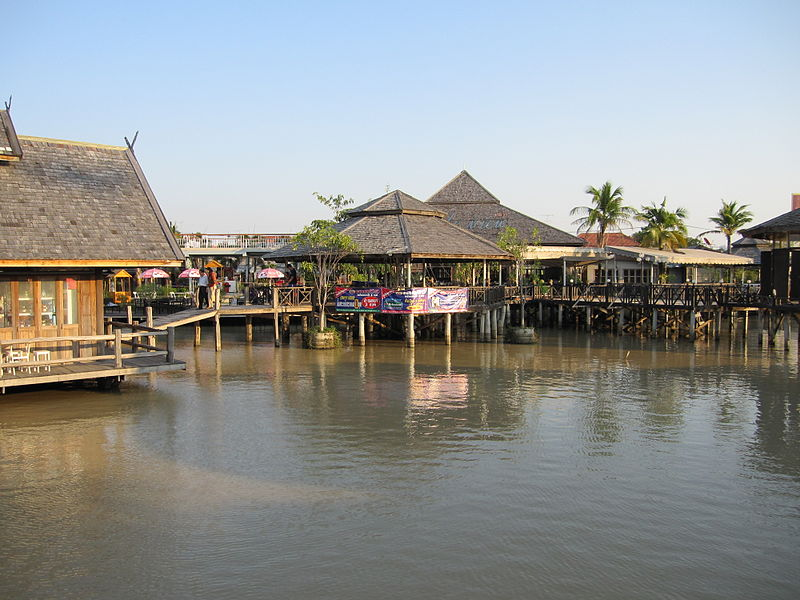 File:Pattaya Floating Market.JPG