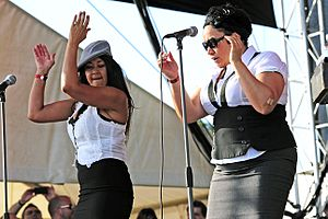 Vika and Linda - Backing Paul Kelly at Southbound, Busselton, January 2011