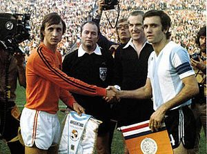 Roberto Perfumo - Perfumo with Johan Cruyff at the 1974 FIFA World Cup
