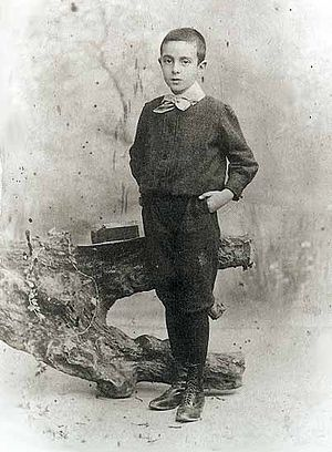 Fernando Pessoa - Pessoa in Durban, 1898, aged 10.
