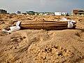 Petite natte à la plage en guise de sacrifice pour conjurer un sort d'une personne au Bénin.jpg