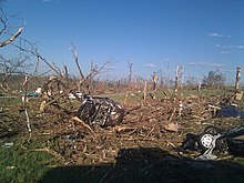 Danni causati da un tornado nei pressi di Phil Campbell.