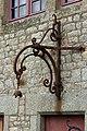Pièce de fer forgé sur la façade est du Vieux logis (Le Mont-Saint-Michel, Manche, France).jpg