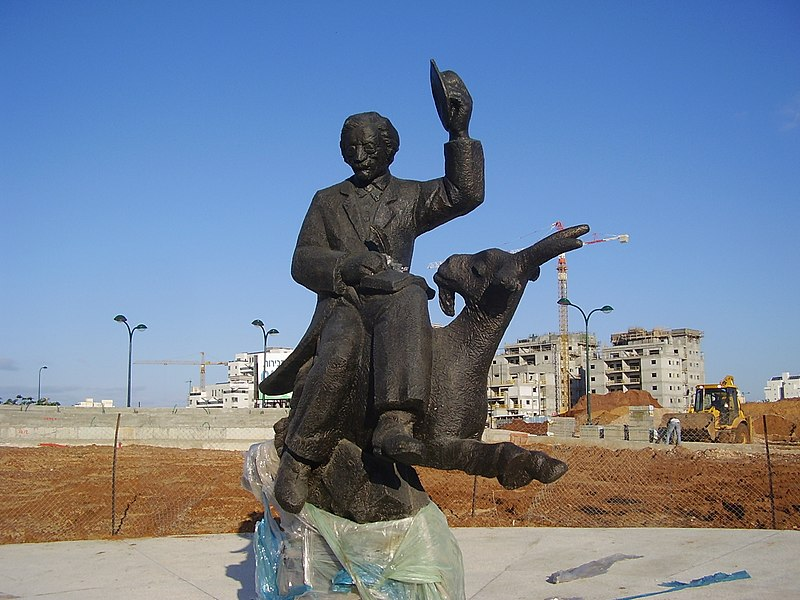 פסל של שלום עליכם בנתניה