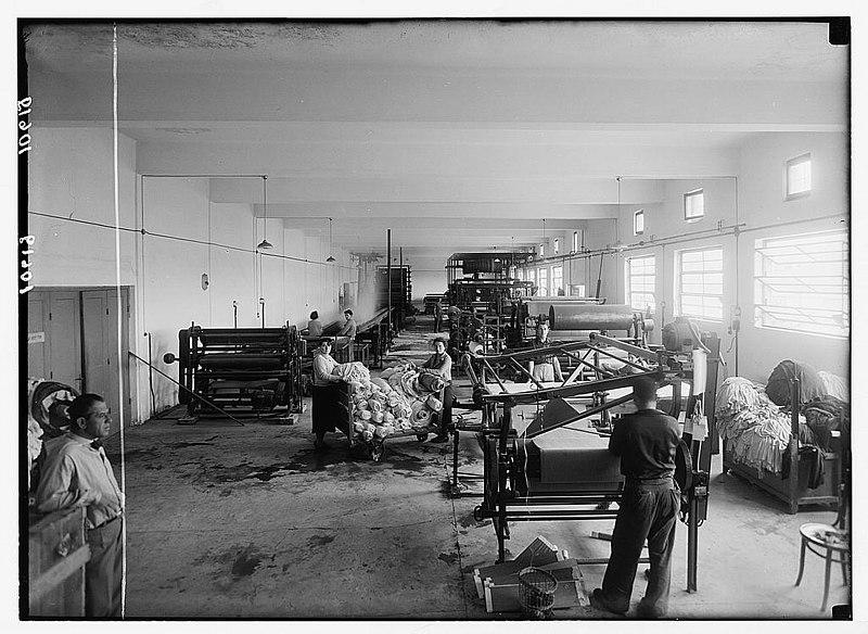 חלקת הגימור במפעל צביעת הבדים ארגמן