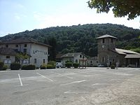 Place du village, Poliénas.jpg