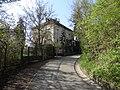 Podolí - vila Hláska v ul. Ke Hlásce 546, vpravo severozápadní cíp PP Dvorecké stráně.jpg