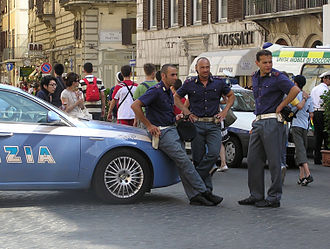 Polizia di Stato - Italian policemen on duty in Piazza di Spagna, Rome, in 2007.