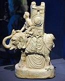 Mahutlu bir filin küçük, beyaz heykelciği