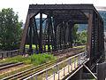 Pont ferroviaire enjambant la rivière St-Charles.jpg