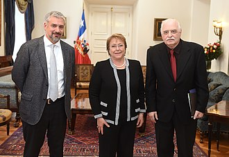Pablo Neruda Ibero-American Poetry Award - Augusto de Campos (right) receiving the award in 2015, together with President Michelle Bachelet and minister Ernesto Ottone