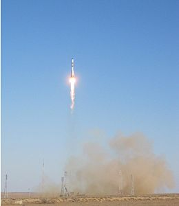 Progress M-17M spacecraft launches