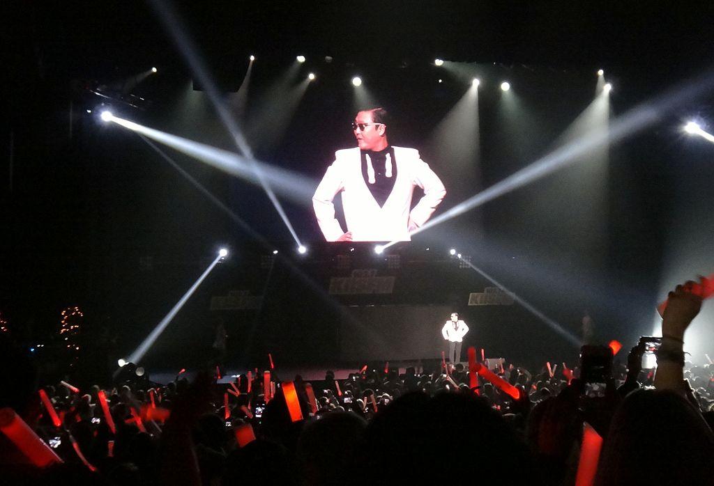 Обложка сингла «Oppa Is Just My Style» (Хёны и PSY,2012)